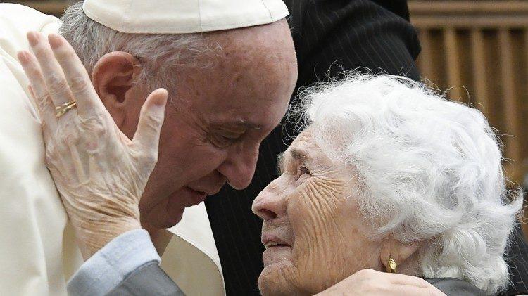 Увидело свет послание Папы Франциска на Всемирный день бабушек, дедушек и пожилых людей