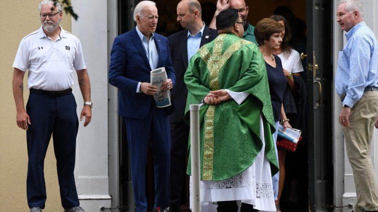 Епископы США намерены принять документ о причащении политиков, поддерживающих аборты