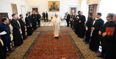 Папа: священники призваны быть пастырями с запахом овец