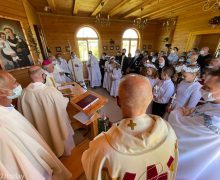 Владыка Иосиф Верт освятил восстановленный храм в селе Белосток Томской области