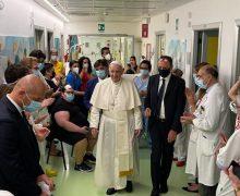 Папа посетил детей из отделения онкологии в больнице им. Джемелли