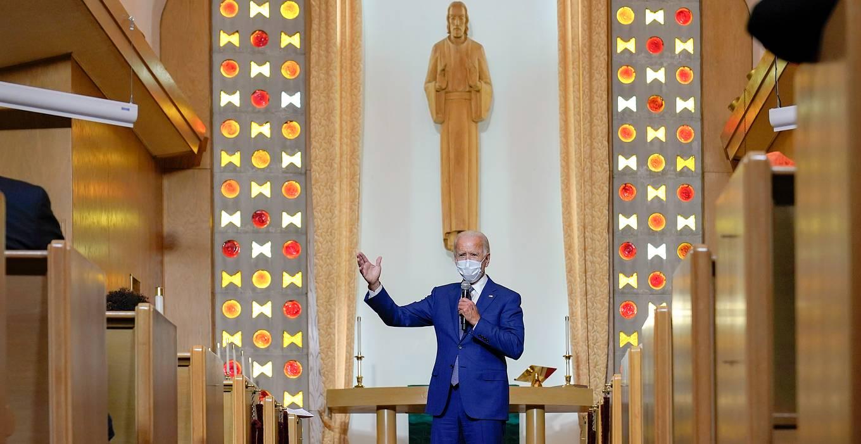 Разговор с Богом: Джо Байден молится после важнейших политических решений