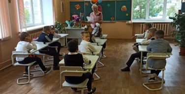 Глава Минздрава: в РФ не будут обязывать детей прививаться от COVID для допуска к учебе