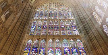 Исследование: витражи Кентерберийского собора были свидетелями убийства св. Томаса Бекета