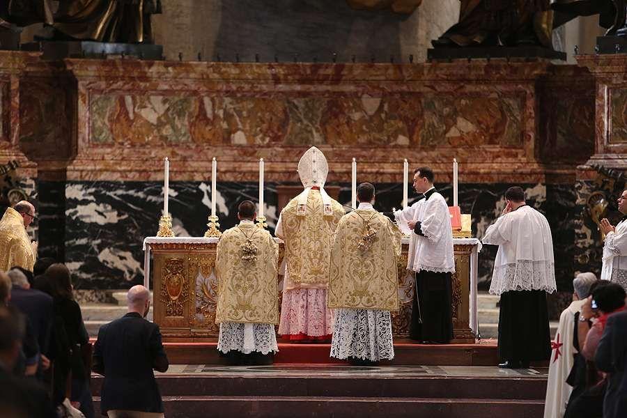 Послание Папы Франциска Traditionis custodes об использовании дореформенной литургии