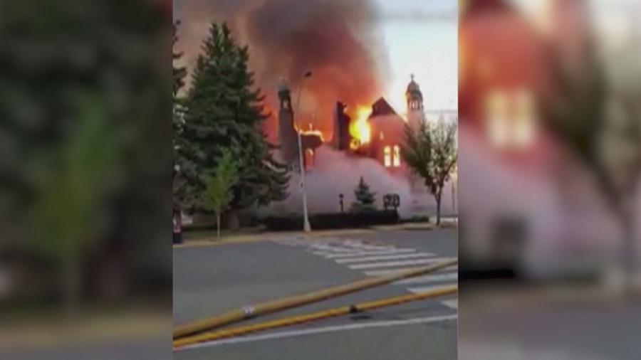 Премьер-министр Канады осудил поджоги католических церквей на фоне ситуации со школами для индейцев