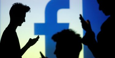 В Facebook появилась кнопка «помолиться». Пока она доступна только в США