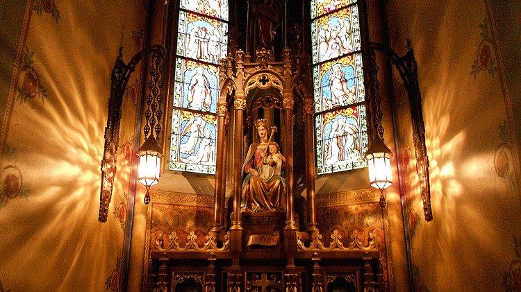 Венгерские католические епископы отменили антиковидные ограничения