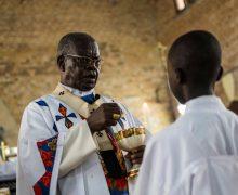 Папа скорбит о смерти кардинала Монсенгво