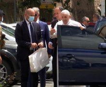 Папа Франциск покинул римскую больницу и вернулся в Ватикан