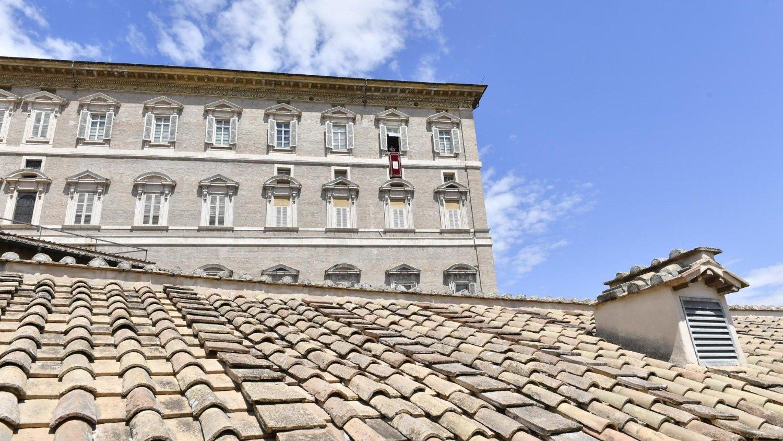 Папа впервые после операции обратился к верующим из окна Апостольского дворца в Ватикане