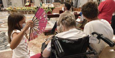 Папа Франциск: заботиться о стариках с любовью