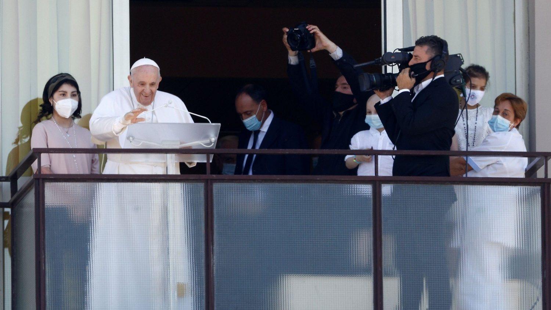 Папа Франциск впервые появился перед народом после операции