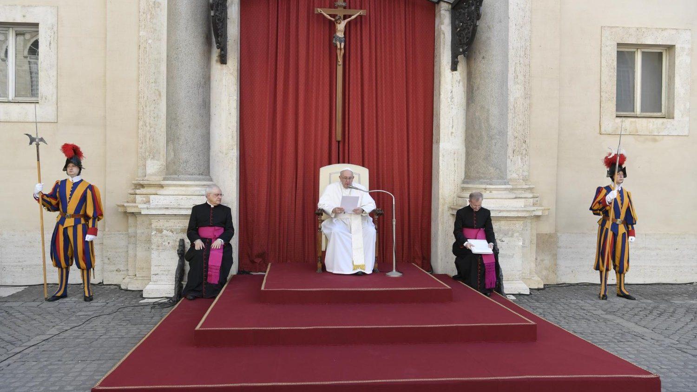 В июле будут приостановлены общие аудиенции Папы