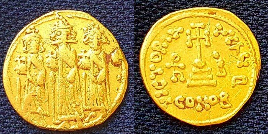 В Израиле археологи нашли золотую монету с изображением Распятия
