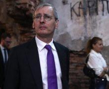 Посол Великобритании в Афганистане Лори Бристоу отказался от эвакуации и лично выдавал визы афганцам в аэропорту Кабула