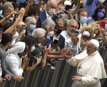 В августе Папа возобновит общие аудиенции в Зале Павла VI