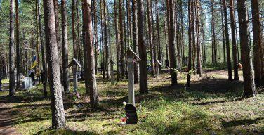 Памятные таблички с именами девяти католических священников установлены в урочище Сандармох