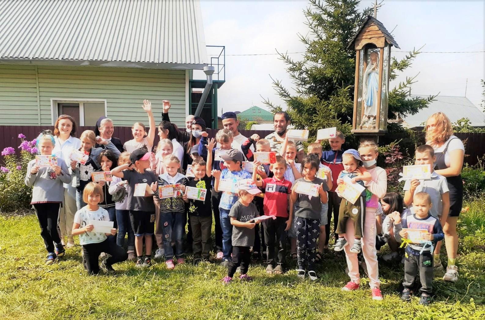 В Юрге верующие разных конфессий вместе помогли собрать в школу детей из малообеспеченных и многодетных семей
