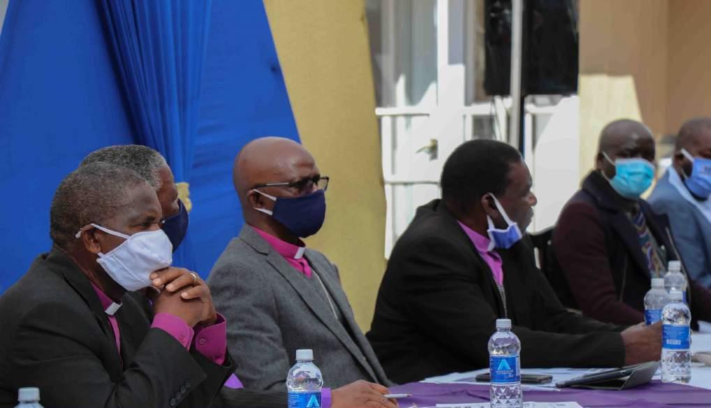 Запрет на вход в храмы невакцинированным вызвал протест духовных лидеров Зимбабве