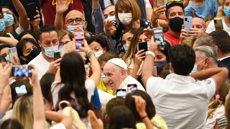 Папа на общей аудиенции 11 августа: тем, кто ищет жизни, нужно взирать на Иисуса Христа