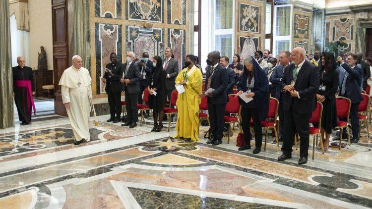 Папа встретился с парламентариями-католиками