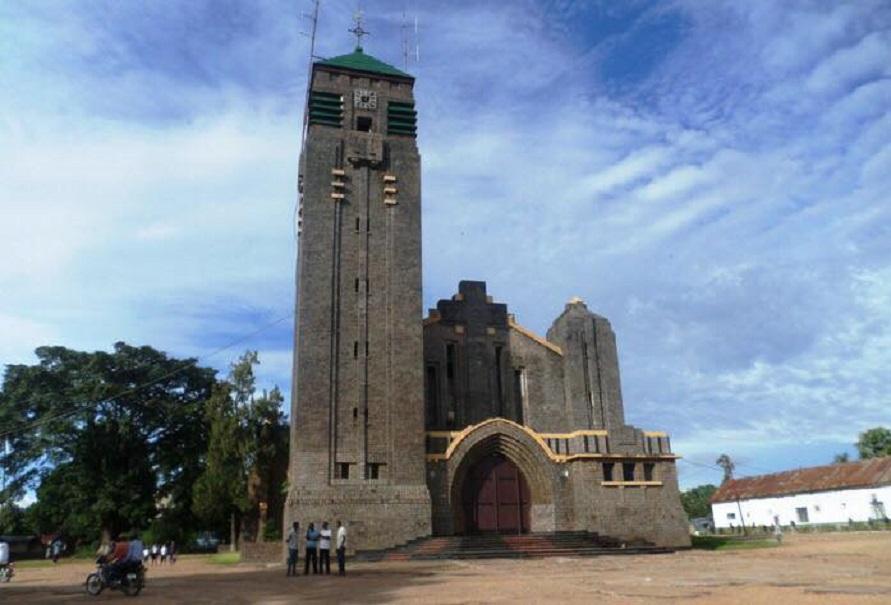 Конго: епископы осуждают кражи и нападения на церкви и епархиальные здания в Мбуджимайи и Киншасе