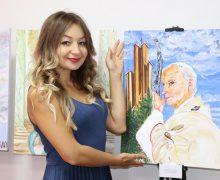 Художница из Нур-Султана представила портрет св. Иоанна Павла II к юбилею его визита в Казахстан
