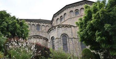 Монахи-бенедиктинцы возвращаются в историческое аббатство в Солиньяке