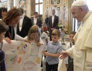 Папа встретился с благотворительной организацией Arché