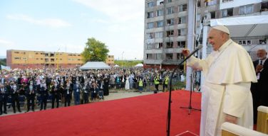 Папа Франциск в Кошице: встреча с цыганской общиной и с молодежью