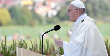 Папа Франциск завершил свой визит в Словакию Святой Мессой в национальном святилище Богоматери Скорбящей