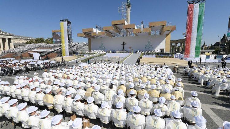 Папа Франциск возглавил Мессу, увенчавшую собой Международный Евхаристический Конгресс в Будапеште, и произнес проповедь