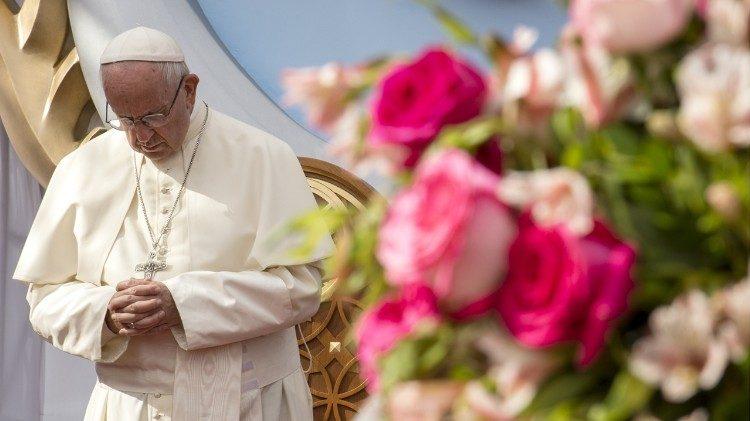 Папа Франциск обратился к участникам конференции в Польше, посвященной защите несовершеннолетних, с видеопосланием
