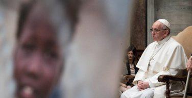 Папа Франциск помолится о мире рядом с Колизеем