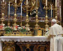 Папа Франциск помолился у иконы Пресвятой Богородицы за успех своего предстоящего паломничества в Венгрию и Словакию