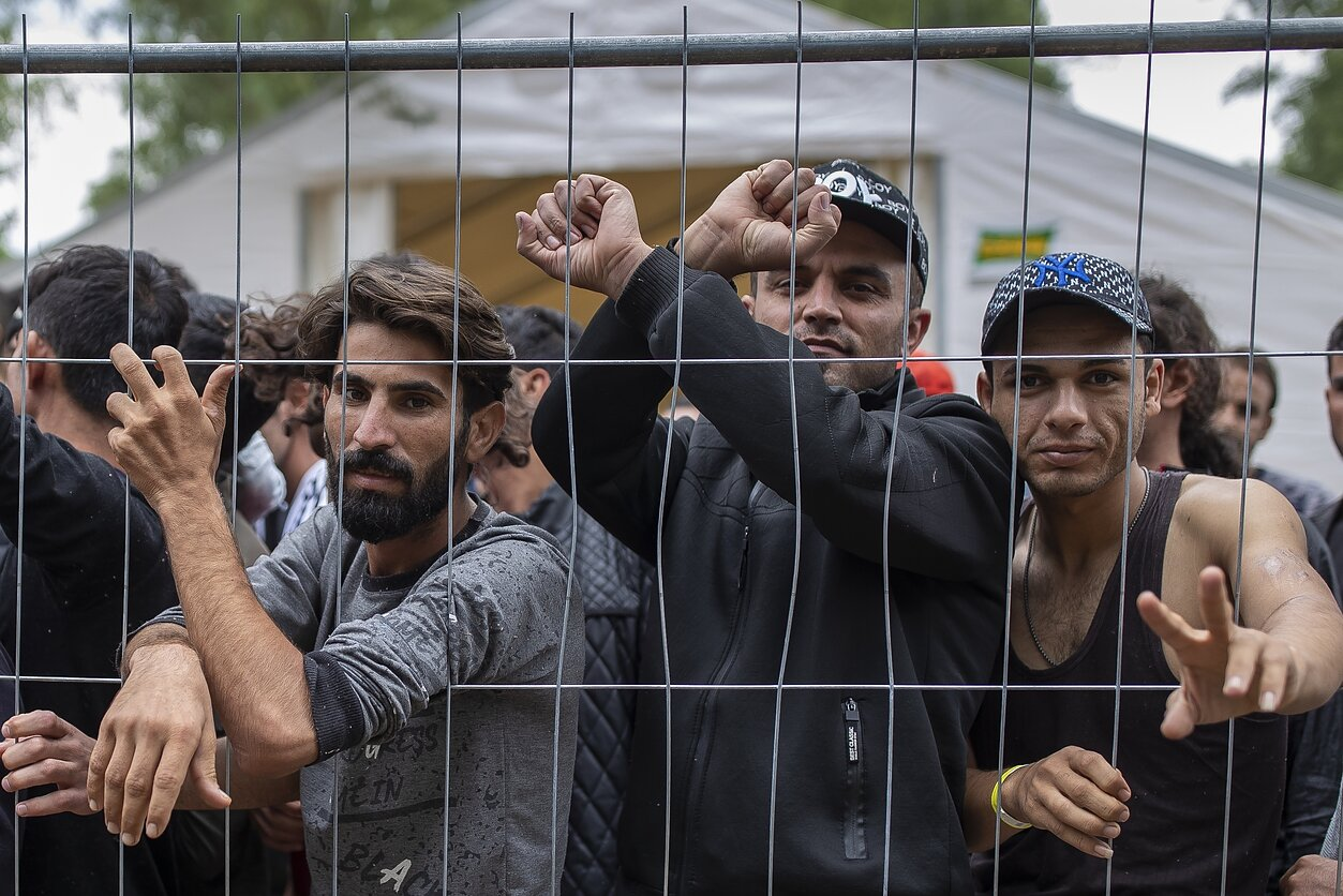Лагеря нелегальных мигрантов в Литве будут посещать священники