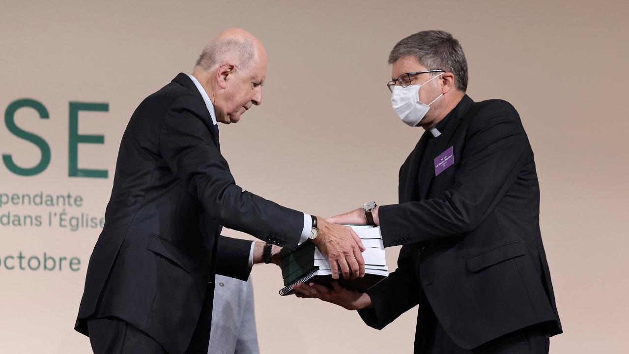 Папа молится о жертвах насилия со стороны французского духовенства