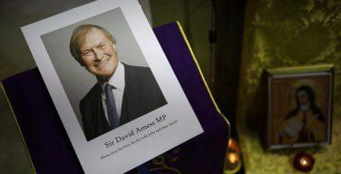 Кардинал Николс выразил соболезнования в связи с убийством депутата-католика Дэвида Амесса