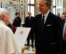 Папа: «Цель медицинских исследований — люди, а не доходы»