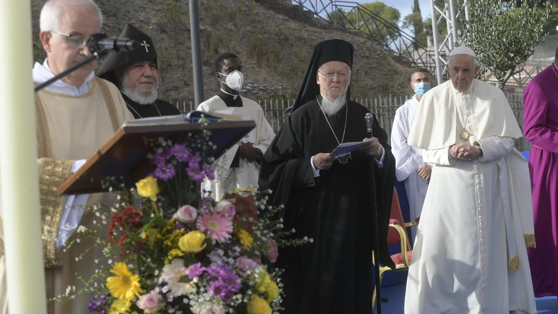 35-й Межрелигиозный молебен о мире прошел на площади у римского Колизея
