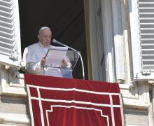 Папа на молитве Angelus: стремление к престижу может стать болезнью души
