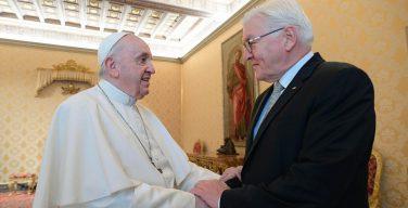 Папа принял в Ватикане президента Германии