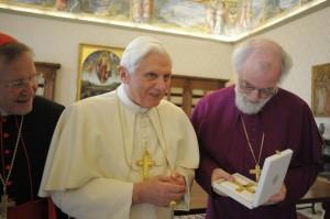 Бенедикт XVI, кардинал Вальтер Каспер и архиепископ Кентерберийский Роуэн Вильямс, 21 ноября 2009 года