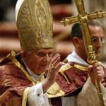 Бенедикт XVI с новым пасторалом 28 ноября 2009 года