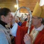 Владыка Иосиф преподает таинство Миропомазания
