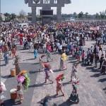 Танцующие паломники на празднике в Гваделупе