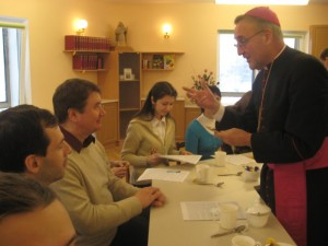 Апостольский нунций во время встречи со студентами