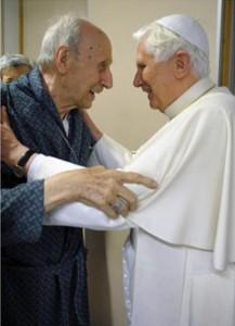 Папа Бенедикт XVI посетил кардинала Роже Эчегарая