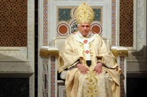 Бенедикт XVI на кафедре Латеранского собора в Великий Четверг